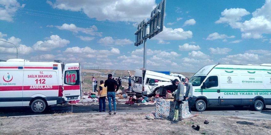 Tarım işçilerini taşıyan minibüs ile TIR çarpıştı: 7 ölü, 11 yaralı