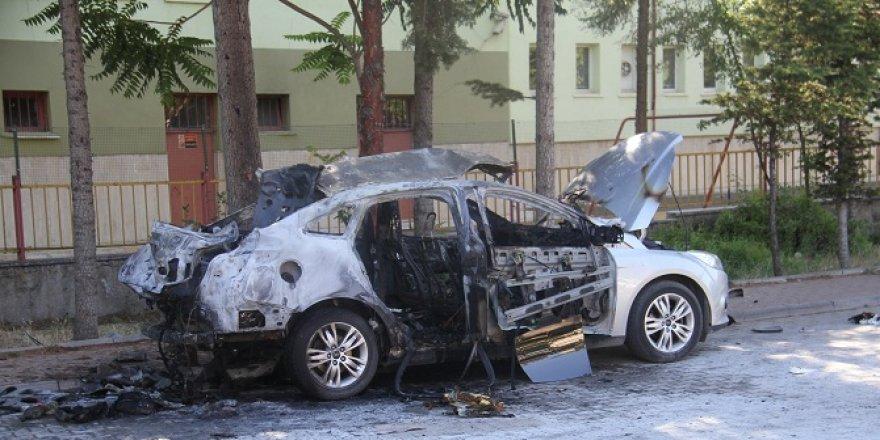 Konya'da otomobildeki piknik tüpü bomba gibi patladı