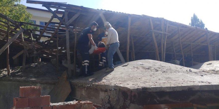 Konya'da dengesini kaybeden kişi çatıdan düştü
