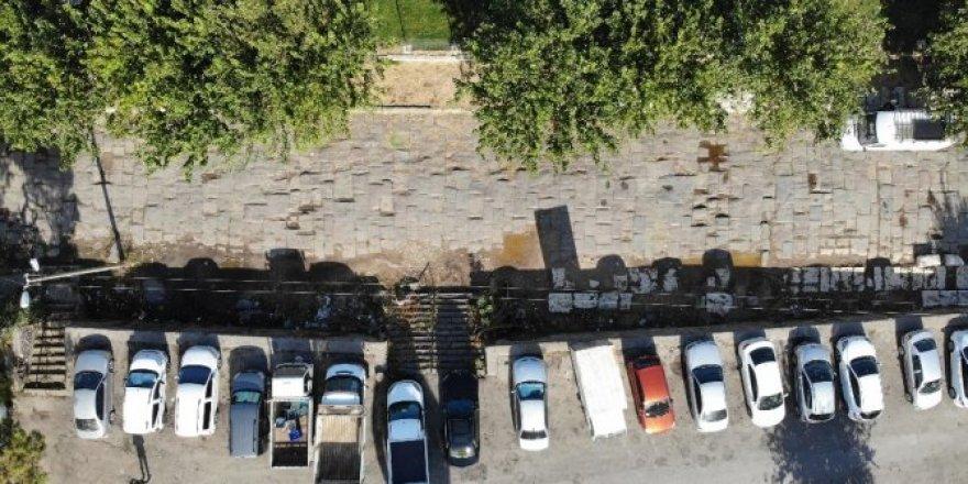 2 bin yıllık Roma yolu hafta sonu pazar yeri, hafta içi otopark