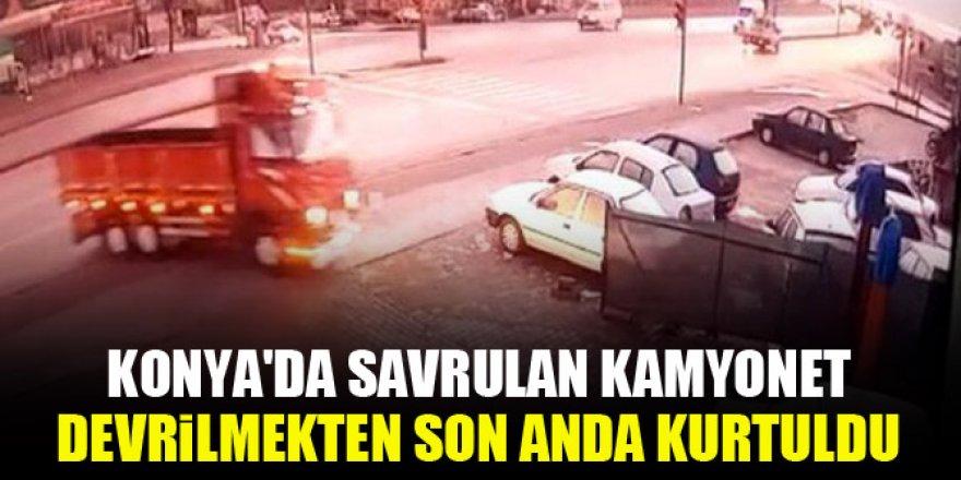 Konya'da savrulan kamyonet devrilmekten son anda kurtuldu