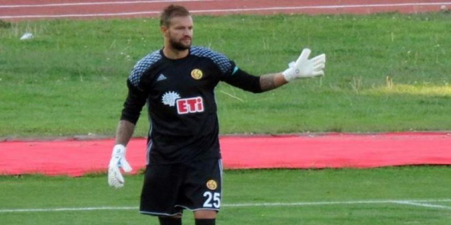 Eskişehirspor kalecisi 70 metreden gol attı
