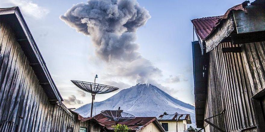 Sinabung Yanardağı tekrar faaliyete geçti