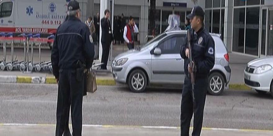 Antalya Havalimanı'nda bomba paniği