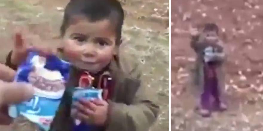 Türk askerleri Suriyeli çocuğa çikolata ikram etti