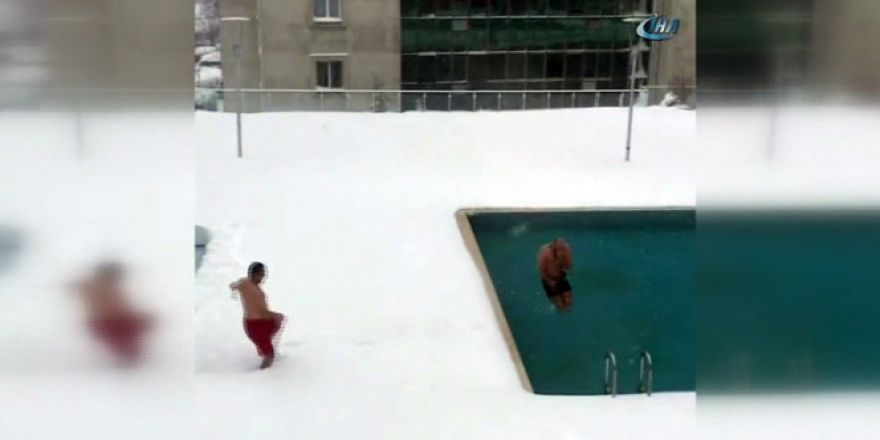 Buz gibi havada havuza girdiler