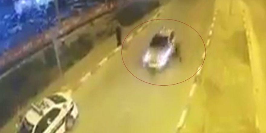 Otomobil polise böyle çarptı
