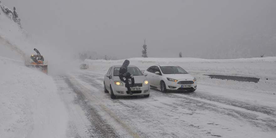 Konya- Antalya yolunda tipi ulaşımı aksatıyor