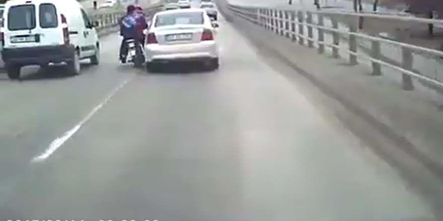 Konya'da otomobil sürücüsü motosikletliyi ezmeye kalktı!