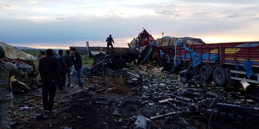 Nusaybin'de iki tır kafa kafaya çarpıştı: 2 ölü
