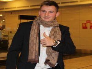 Galatasaray'ın yeni transferi Izet Hajrovic, İstanbul'a geldi. Genç oyuncuya taraftarlar büyük ilgi gösterdi.