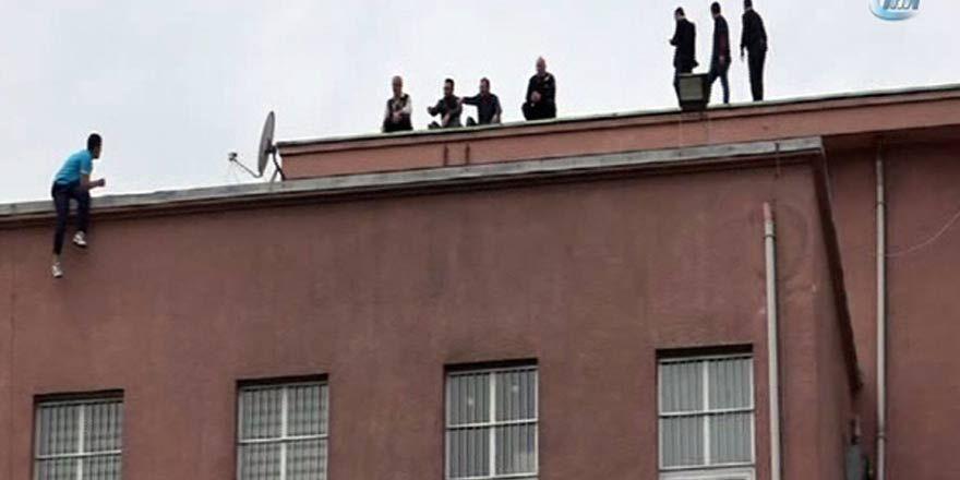 İntihar etmek için hastane çatısına çıktı
