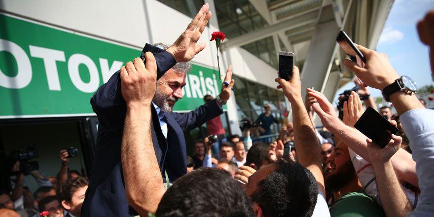 Konyaspor taraftarı Aykut Kocaman'ı omuzlarda uğurladı!