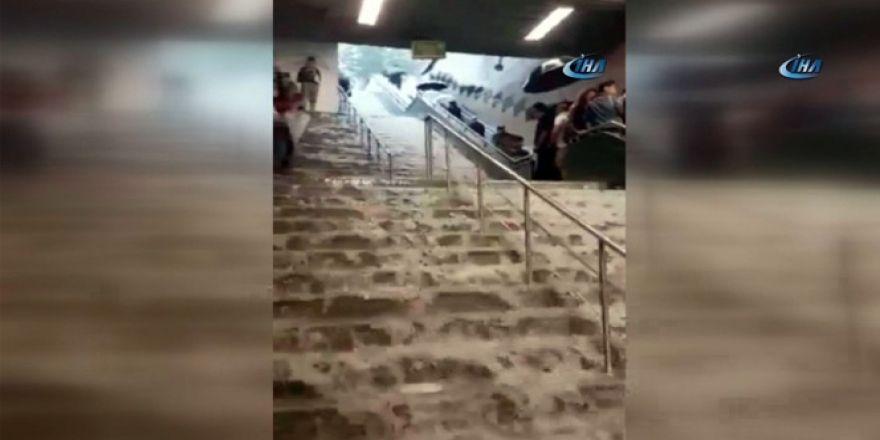 Niagara şelalesi değil, İstanbul metro istasyonu!