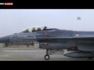 Solotürk'ten tarihi uçuş