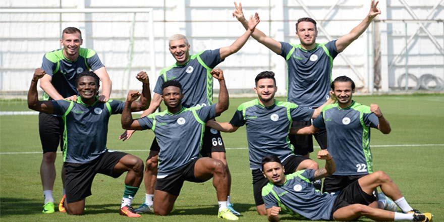 Konyaspor'un antrenmanında neşeli anlar
