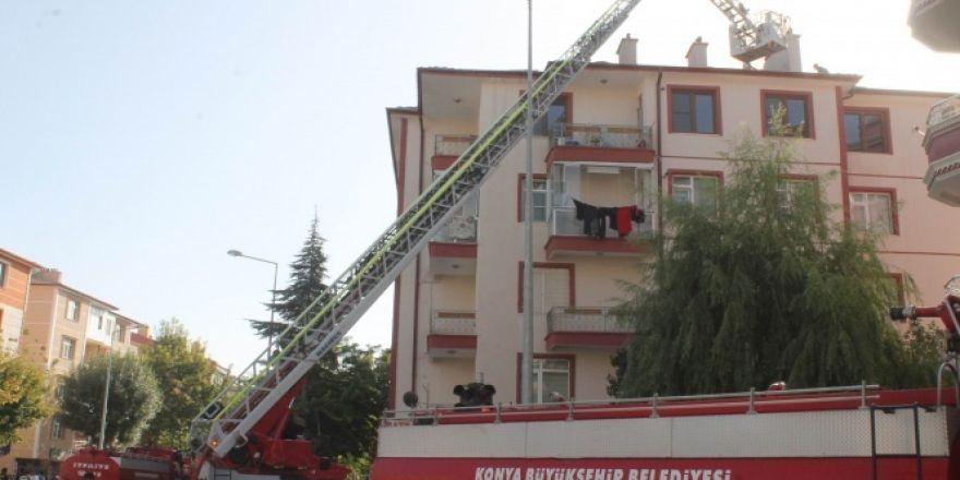 Konya'da 5 katlı binanın çatısında yangın