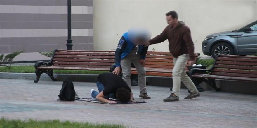 Rusya'da sokakta namaz kılınırsa ne olur?