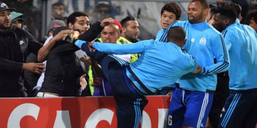 Konyaspor'un grubunda şok eden olay! Taraftara tekme attı