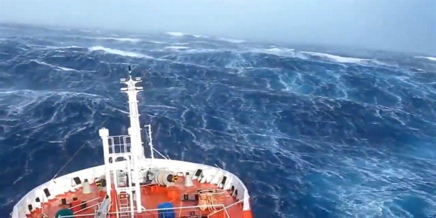 İnsanı panik atağa sevk eden okyanus dalgaları