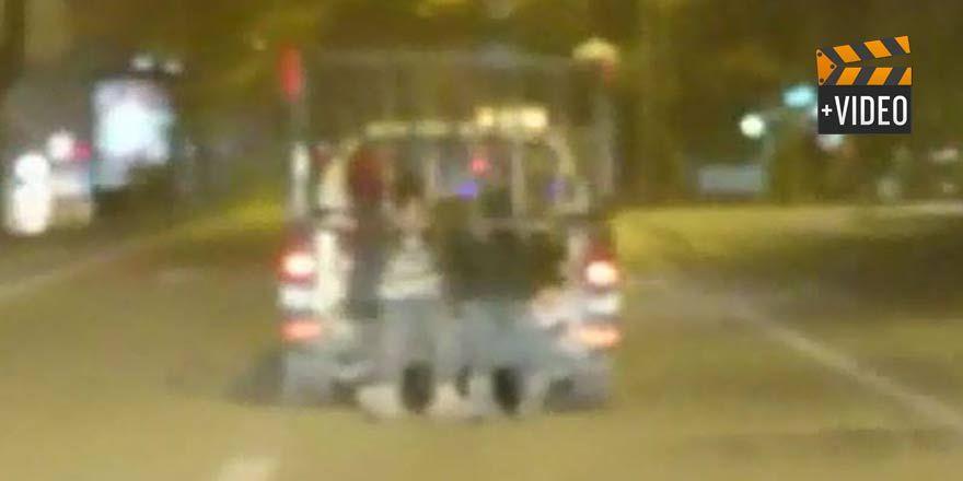 Konya'da kamyonet üzerinde tehlikeli yolculuk!