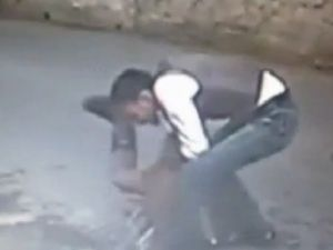 Beşiktaş'ta sokak ortasında gaspçı dehşeti