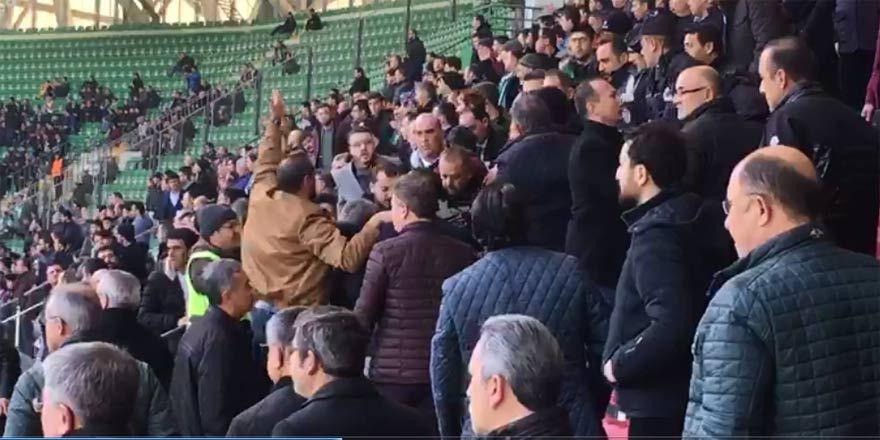 Konyaspor - Trabzonspor maçında protokol tribünü karıştı!